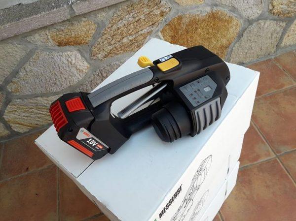 Flejadora de batería MB820 para fleje de PET y PP 16-19mm con batería y cargador 3